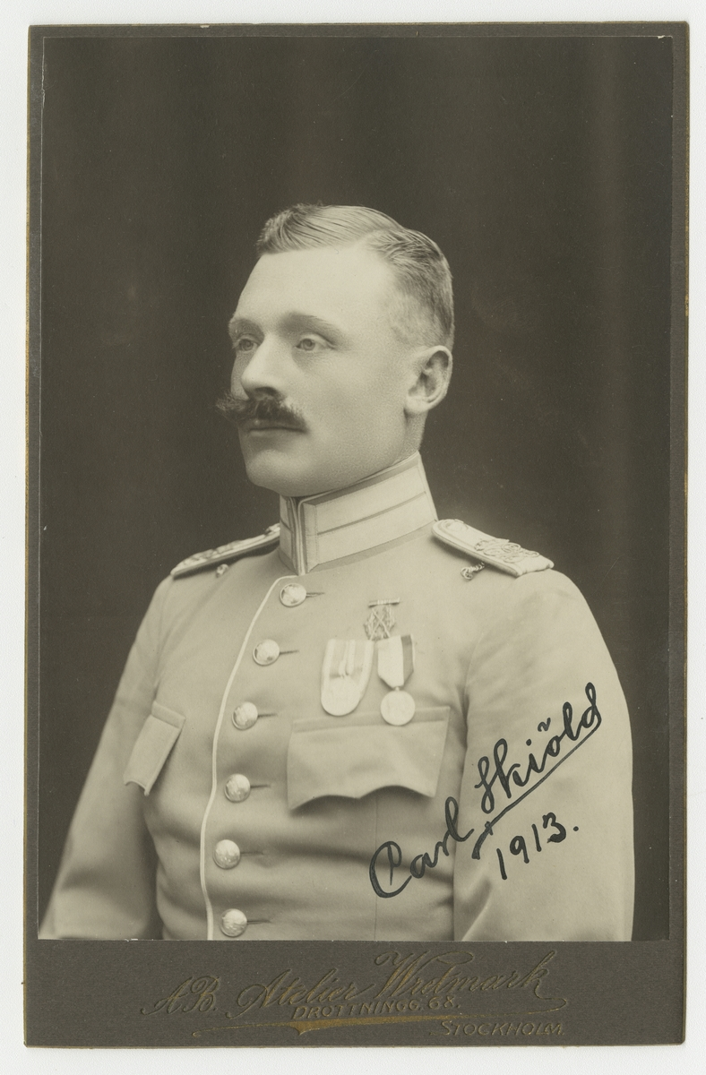 Porträtt av Carl Skiöld, officer vid Livgardet till häst K 1.