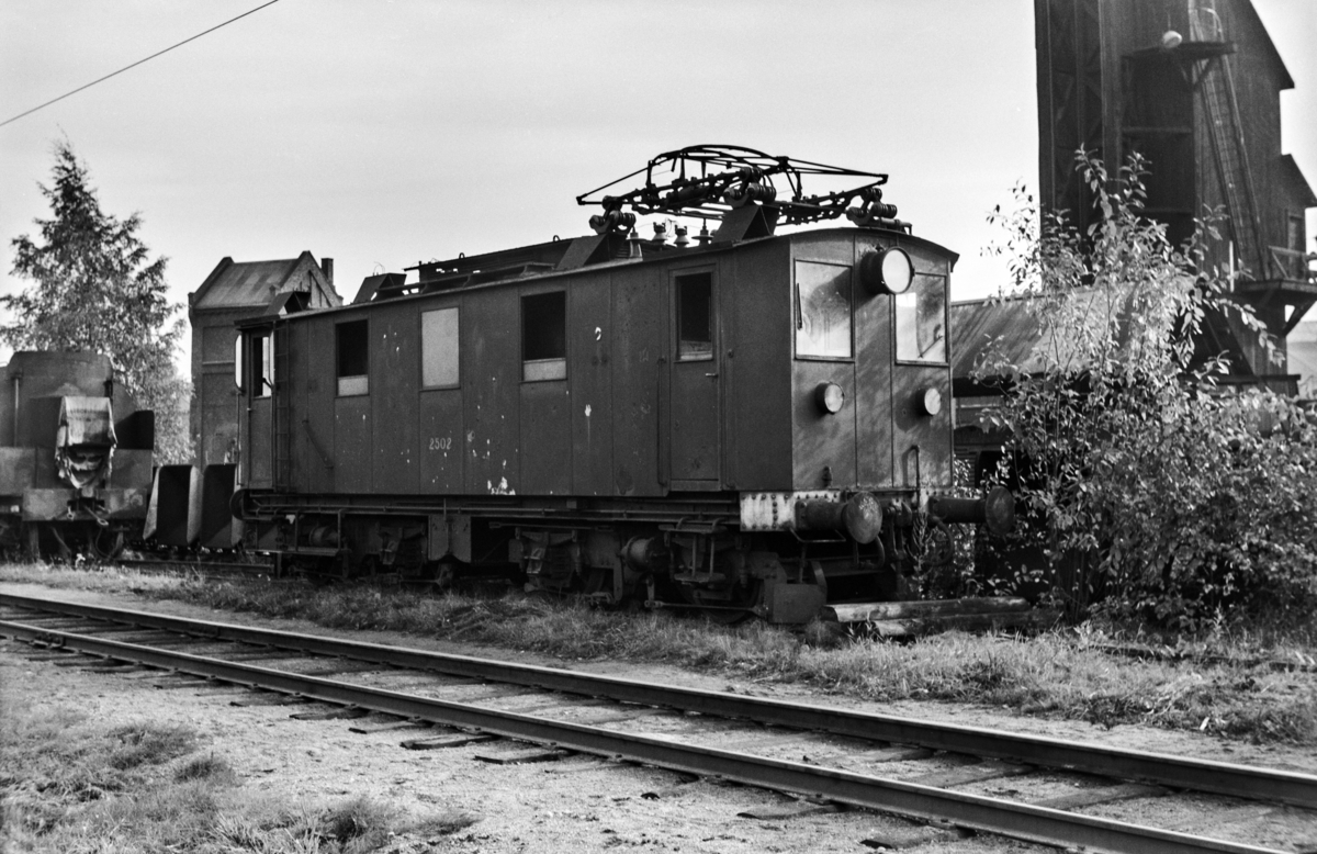 Utrangert elektrisk lokomotiv type El 7 nr. 2502 på Sundland ved Drammen.
