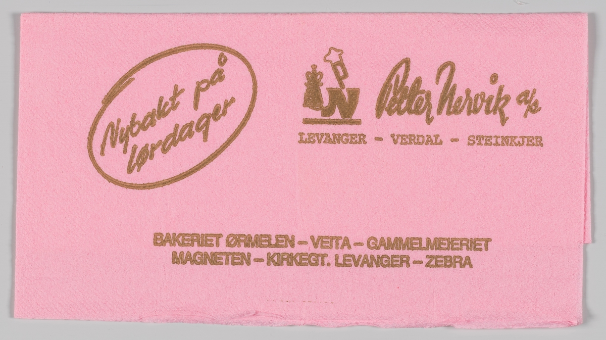 Et N med en kake og et P med hatt og reklame for Petter Nervik A/S.  Petter Nervik Bakeri A/S holder til i Levanger.