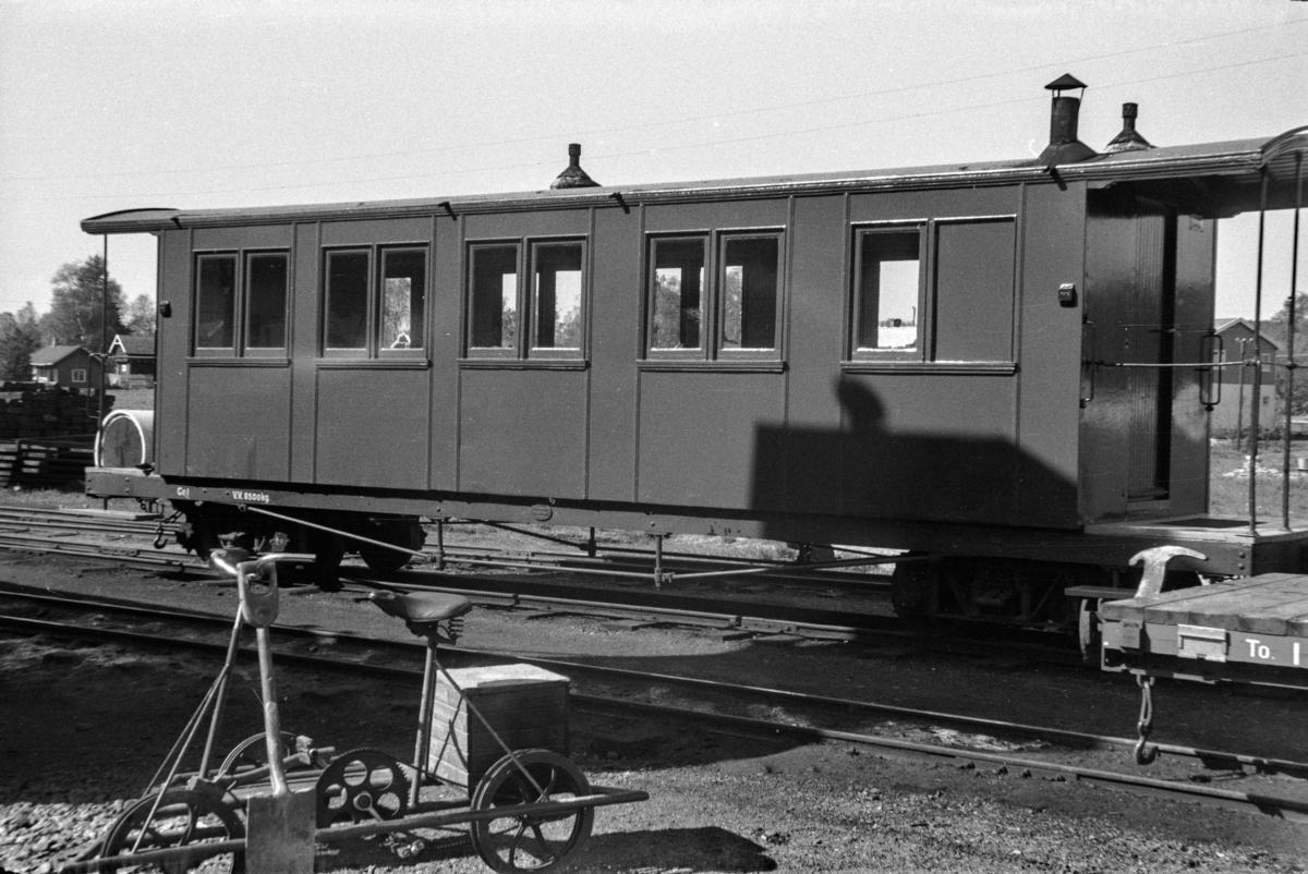 Aurskog-Hølandbanens personvogn Co 1 på Bjørkelangen stasjon.
