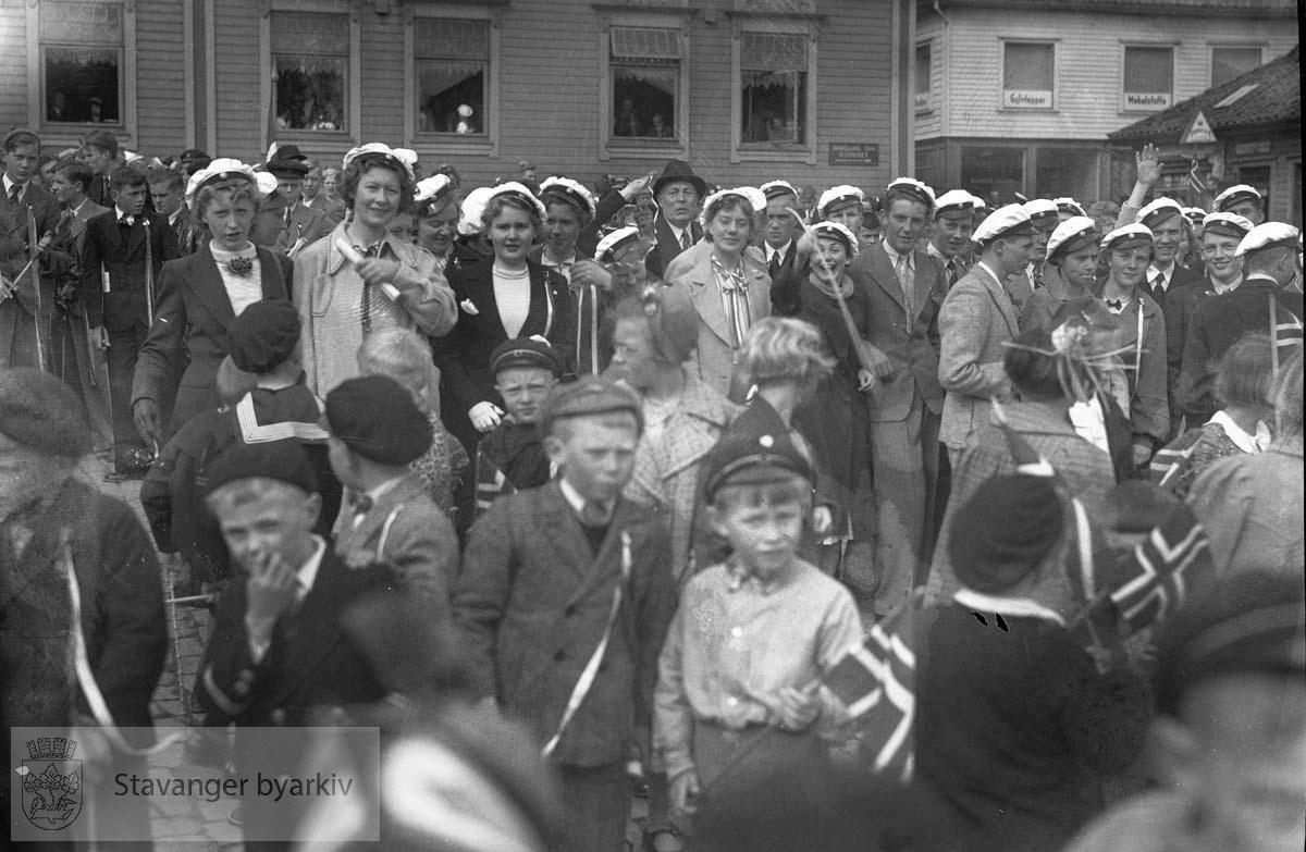 17. mai. Barn og unge på Torvet
