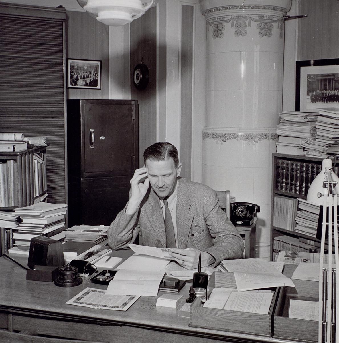 Einar Malmgren i sitt tjänsterum på Malmskillnadsgatan 23.
