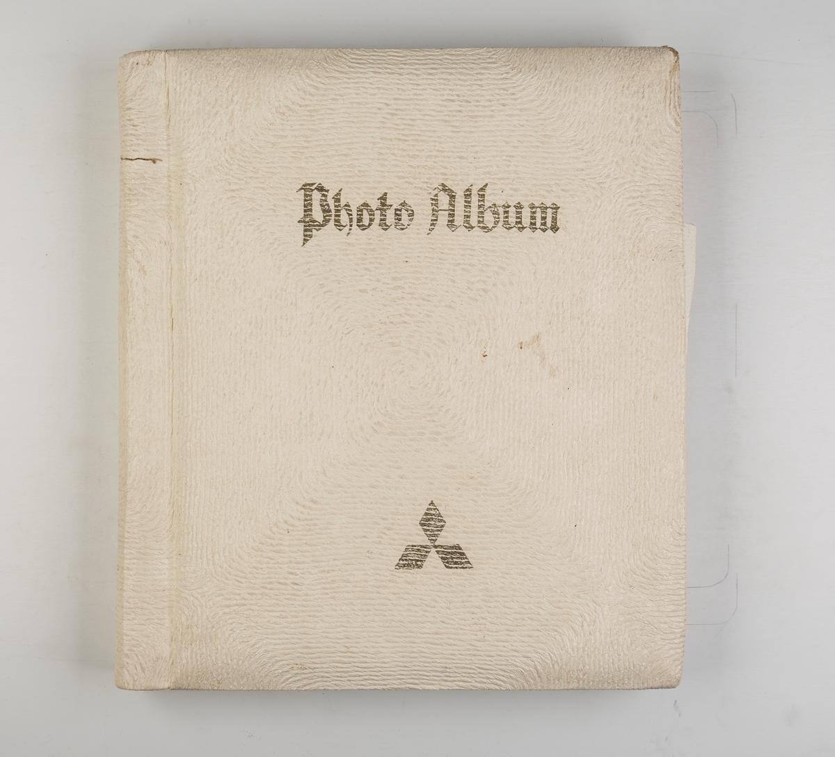 Album med fotografier av skipsdåpen og navneseremonien til motorskipet 'Takamine'