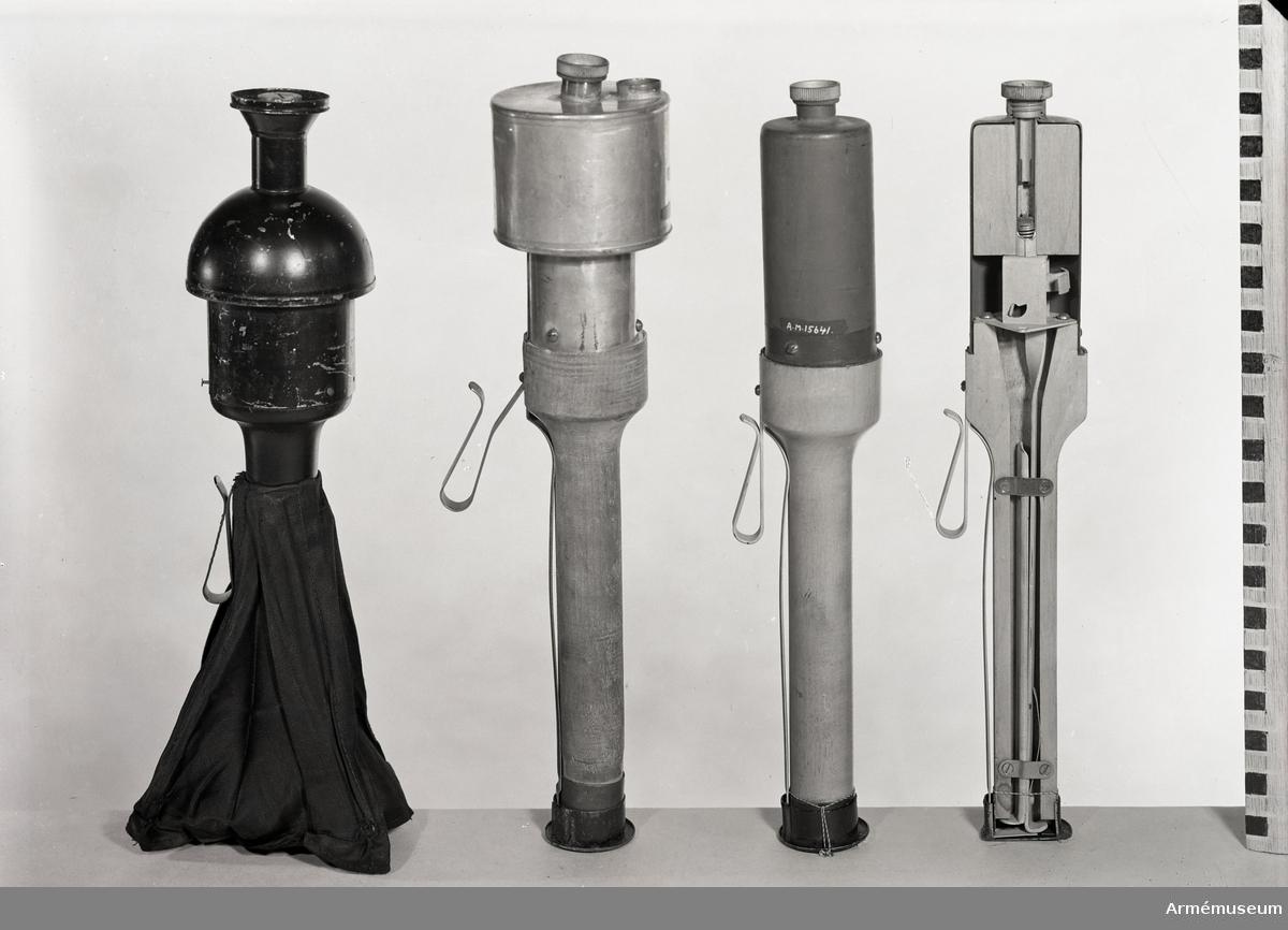 Grupp E IX.  Lätt cylindrisk skafthandgranat m/1918 inrättad för nedslag. Genomskuren. Saknar spräng- och tändladdning.