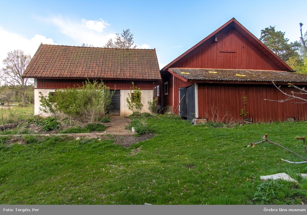 Dokumentation av gården Björneborg är belägen mellan byarna Gryt och Attersta, i Gällersta socken, söder om Örebro stad.