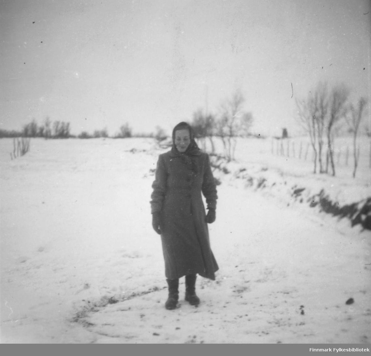 Bigga Mathisen fotografert på et snødekt jorde i Oterbekken.