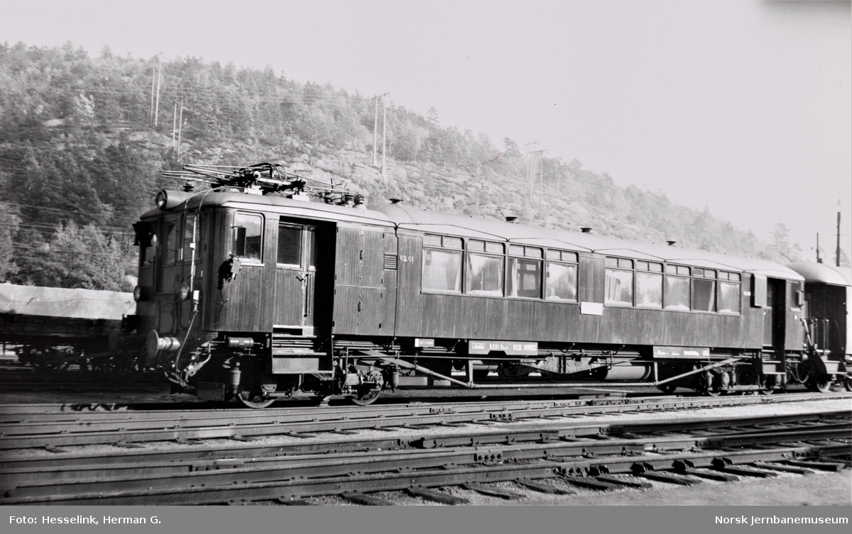 Elektrisk motorvogn Bmeo 62 01 ved lokomotivstallen ved Krossen