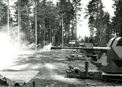 Standplass L / 70 kanon. Her er vi ved Hengsvannet, militær