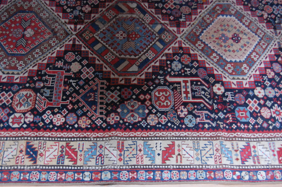 Old Cabestand (Russland). Rombeformete mønstre langs midten.