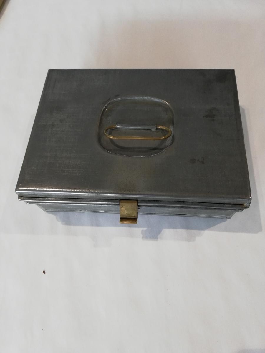 Metallskrin m/ lokk.