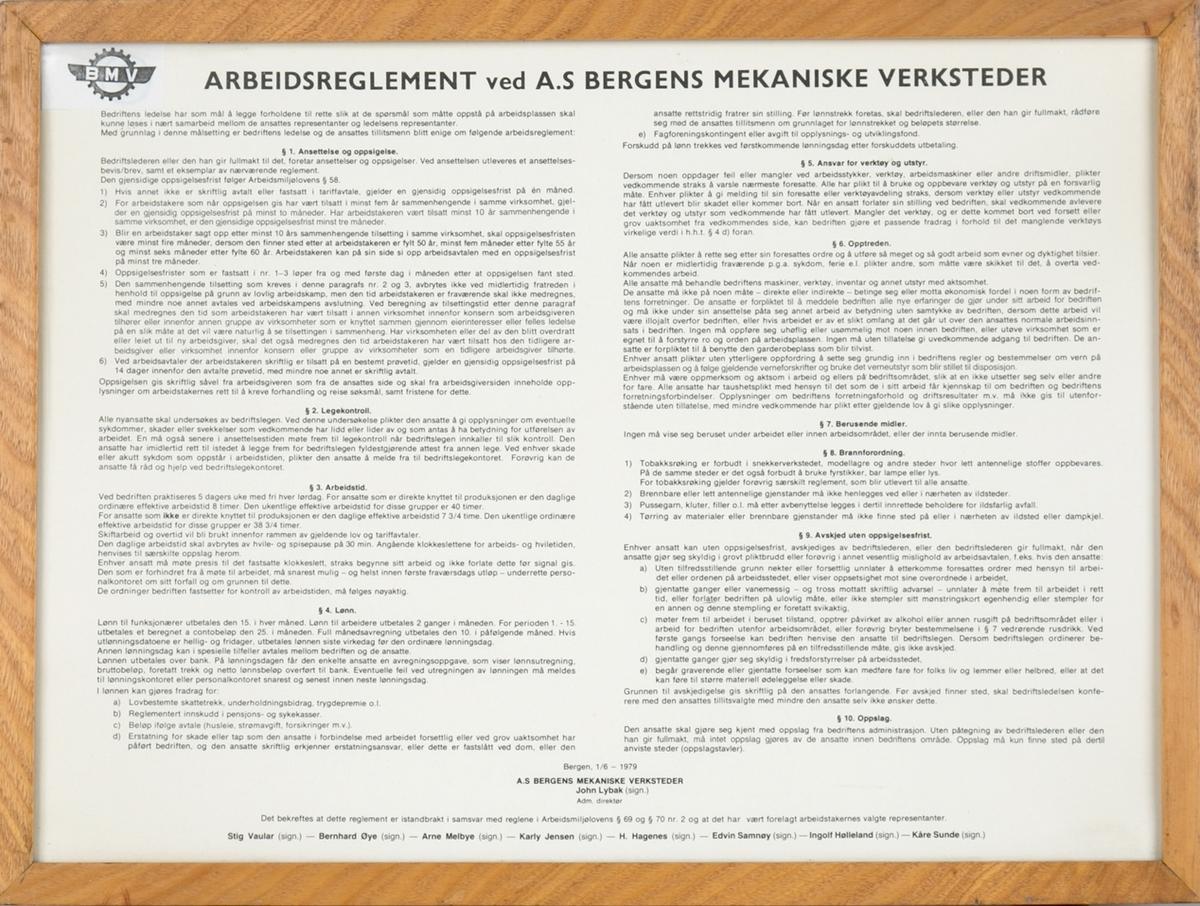 Plakat. Arbeidsreglement ved A.S. Bergens Mekaniske Verksteder av 1979. I glass og ramme.