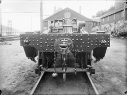 Understell til ASEA-lokomotiv sett forfra.