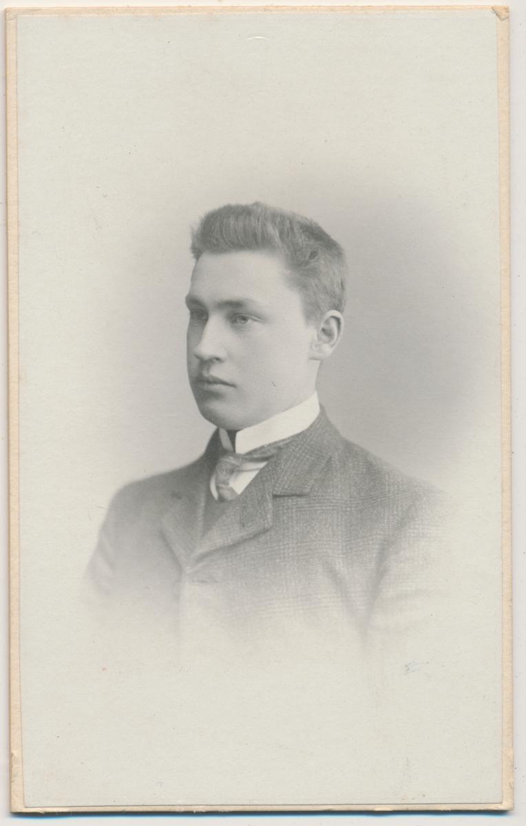 Portrett av Ragnvald Thirud