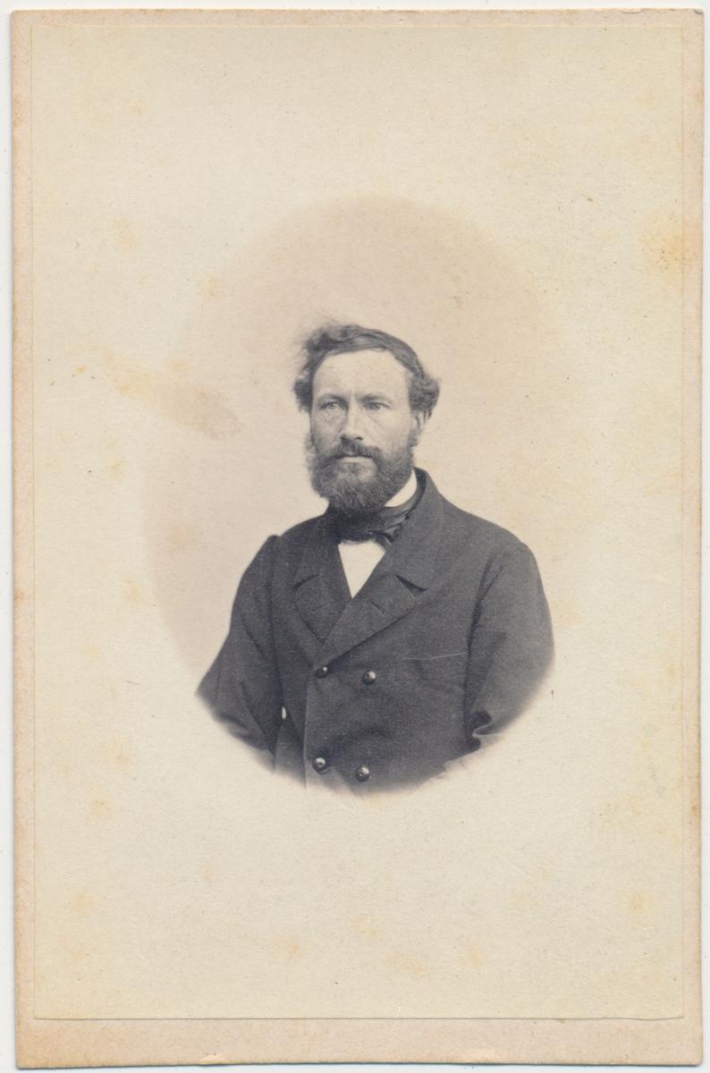 Portrett av voksen mann