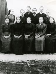 Leka, foran fra venstre: Eline Edvardsen, Kaia Edvardsen, Bi