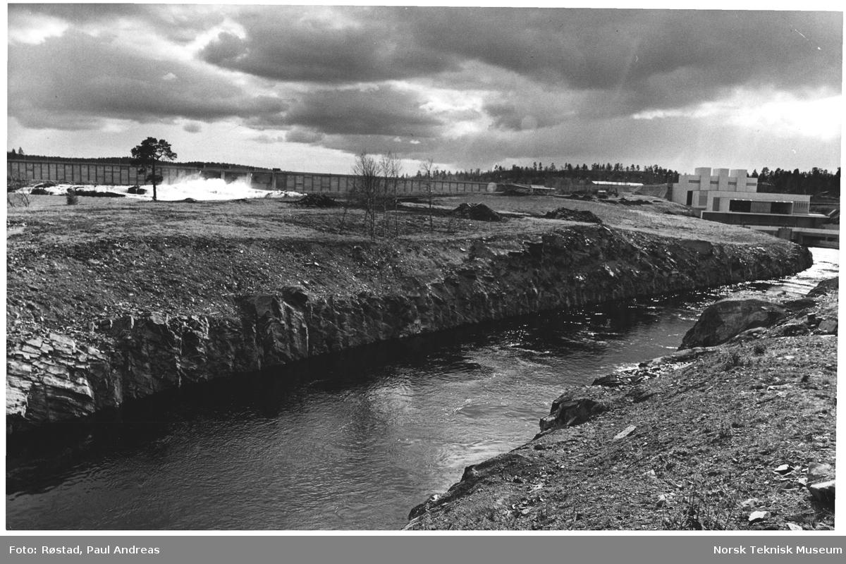 På grensen mot Sovjetunionen. Skogfoss kraftstasjon i Pasvikdalen. Finnmark. Kraftstasjinen som Norge og Sovjet har bygget ut i fellesskap