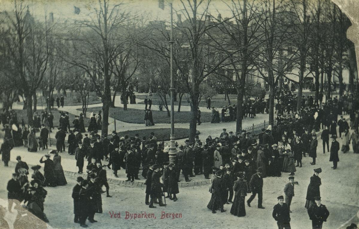 Bergen. Byparken. Utgiver: Mittet & Co, 1904.