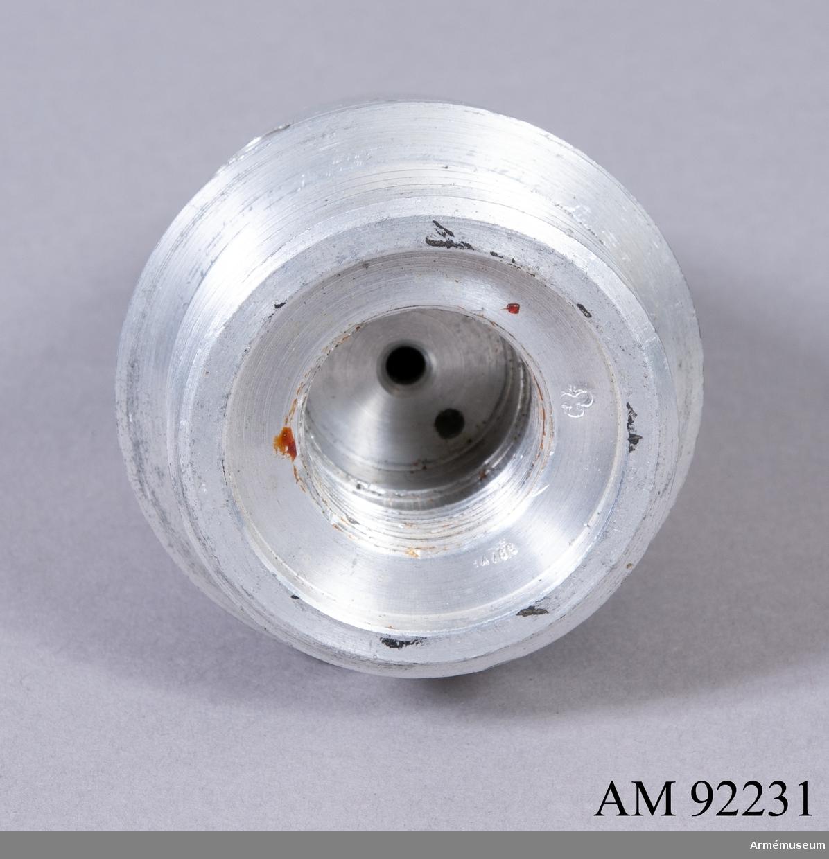 Spetsanslagsrör med ögonblicklig eller fördröjd (0,15 sekund) antändning, beroende på inställning. Användes till 7,5 cm, 10 cm, 10,5 cm och 24 cm granater.
