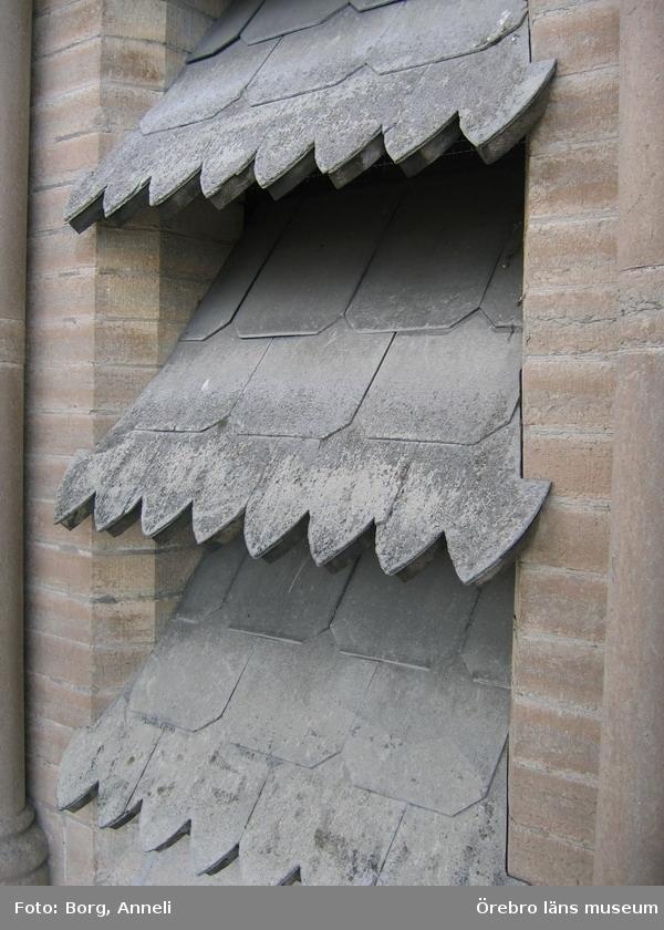Renoveringsarbeten av tornfasader på Olaus Petri kyrka (Olaus Petri församling).Jalusier klädda med eternit, östra tornet.Dnr: 2008.230.065