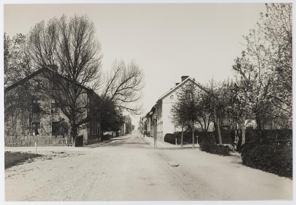 Nygatan västerut, från korsningen med Kungsgatan.