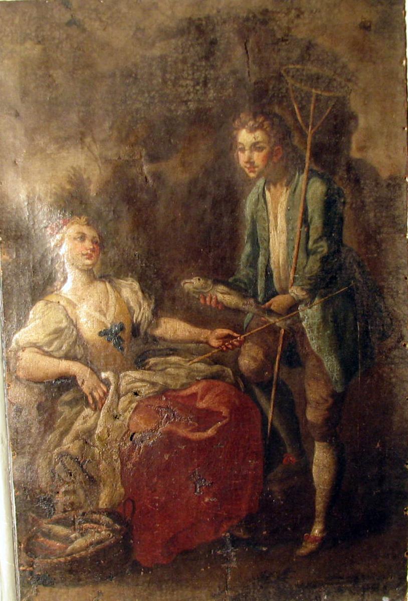 """Rektangulært.  Rokkokko. Figurer i brunt landskap; tilv. sittende kvinne, høyrevendt, rødt skjørt, fiskekurv v.s., stående mann, lysblå """"kiol"""", fisk i hånd, hov i d. a."""