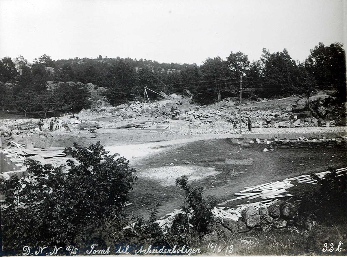"""16/06-1913"" Eydehavn. Tomt for arbeiderboliger i Nesgaten. Ulleråsen i det fjerne."