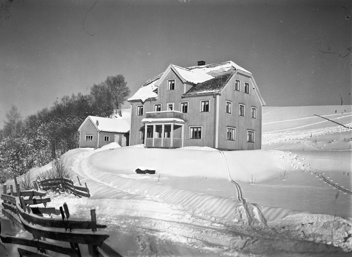 Hus i vinterlandskap. 21.01.2014: Solli pensjonat, Eidsvoll.  Skrevet av: K A Stenrud