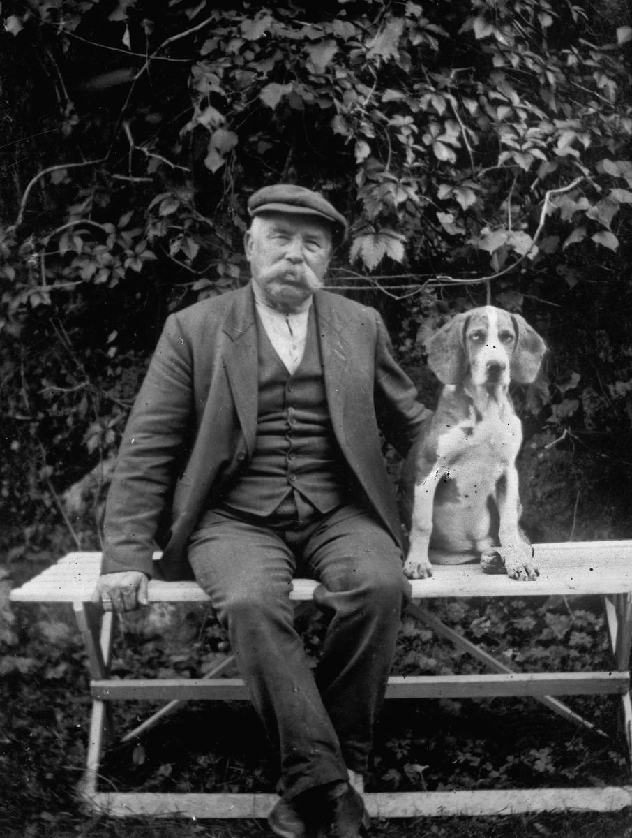 Mann med hund.