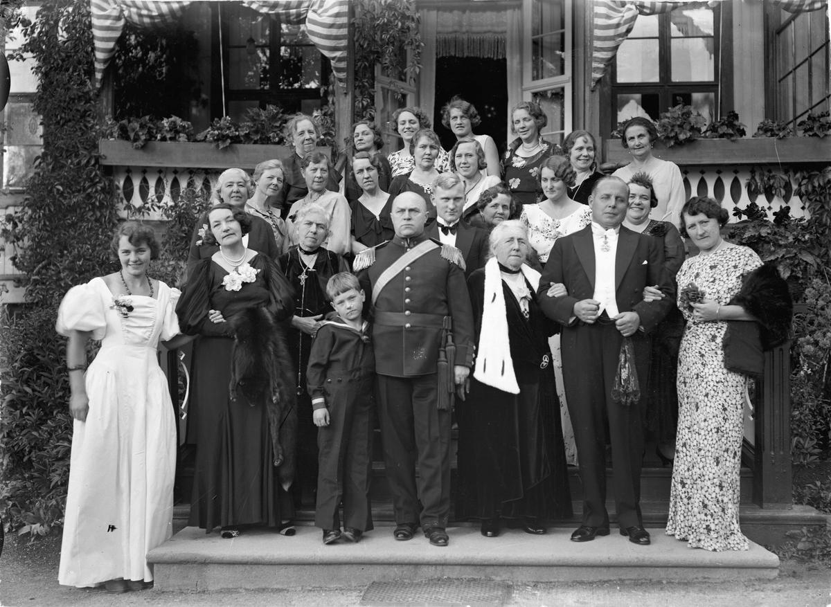 Familiebilde tatt på Solbakken, ca. 1935.