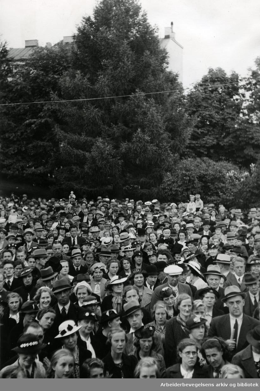 Allsangmøte i Kampens park, .juli 1938