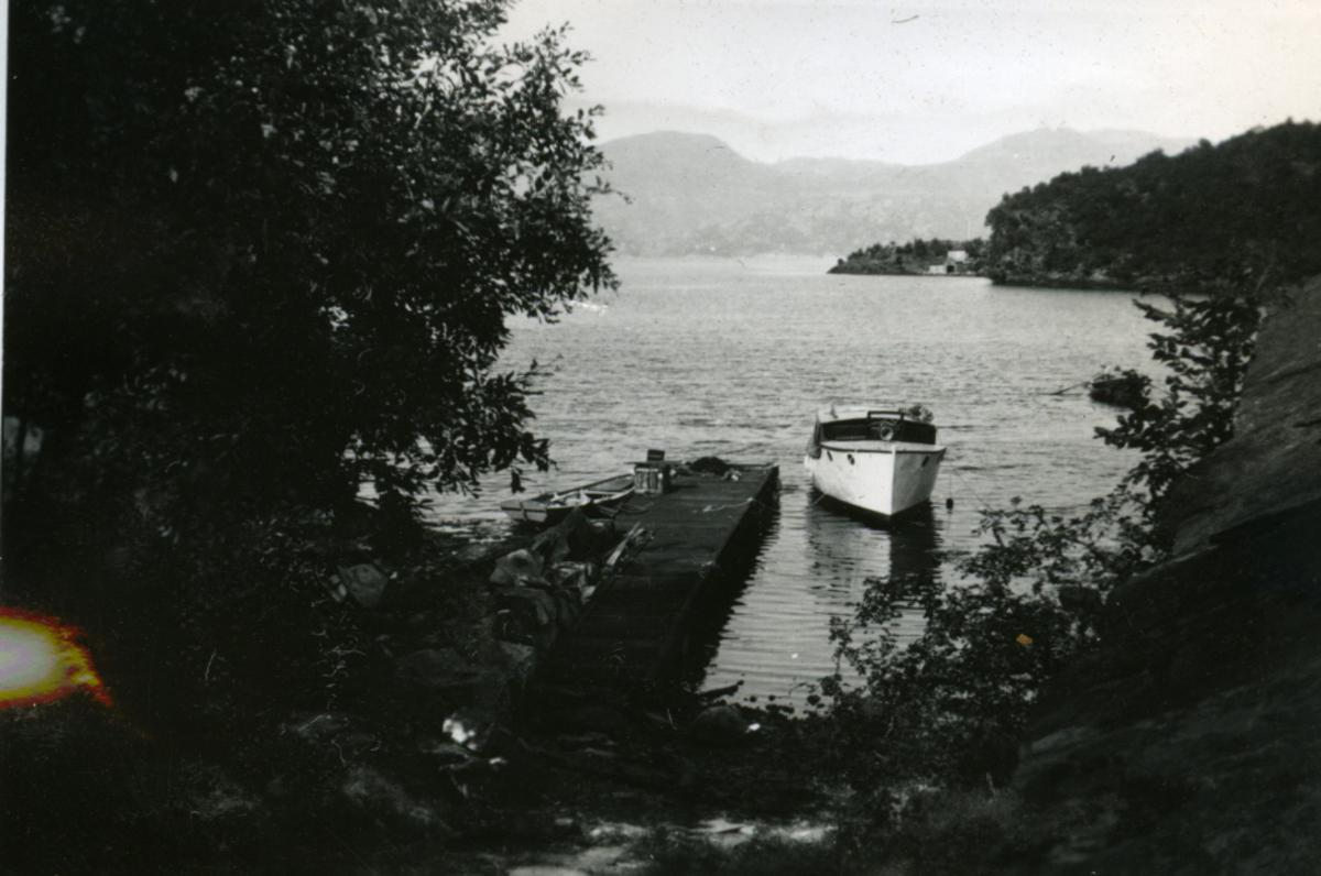 Album Ubåtjager King Haakon VII 1942-1946 Forskjellige bilder. Ryfylke fjordene.