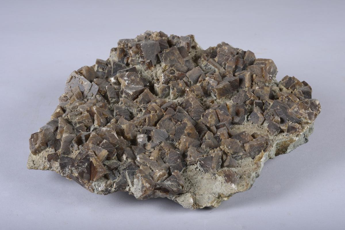 Kalsitt Ca[CO3] Karbonat Honningfargede romboedre Fra hovedgruben