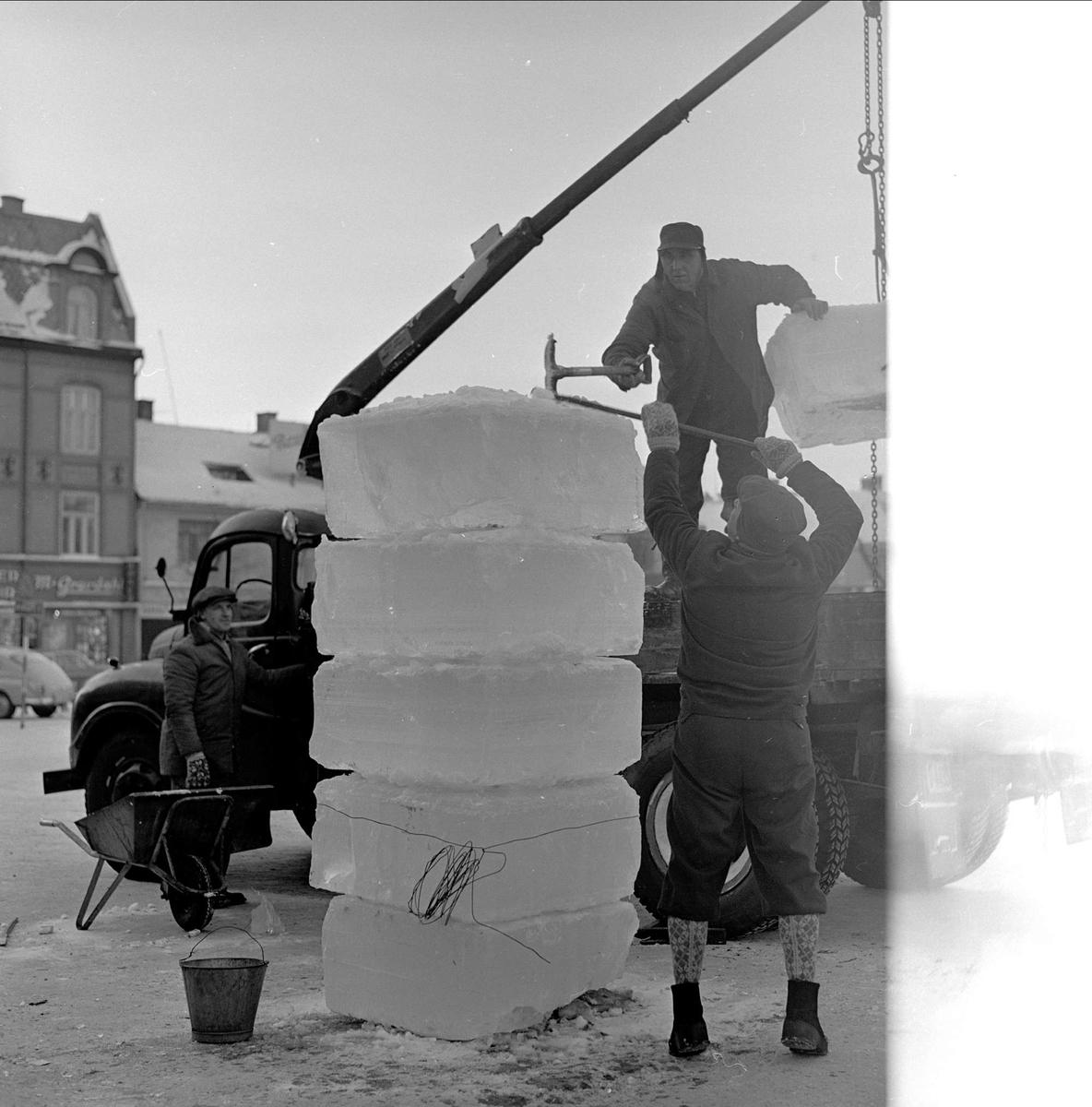 Div. glimt fra Hamar i forbindelse med NM på skøyter, 15.01.1963. Arbeid med isblokker.
