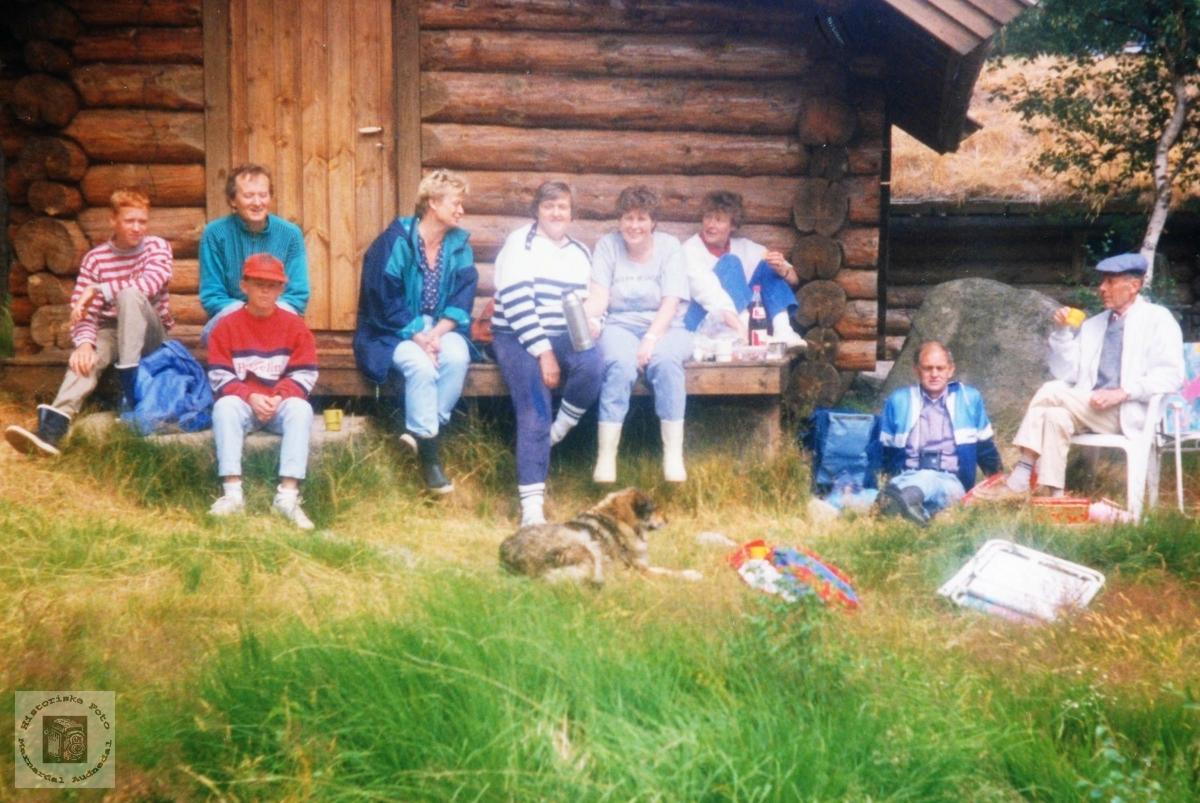 Fem søstre Ubostad med familier på tur til Løland i Grindheim. Audnedal.