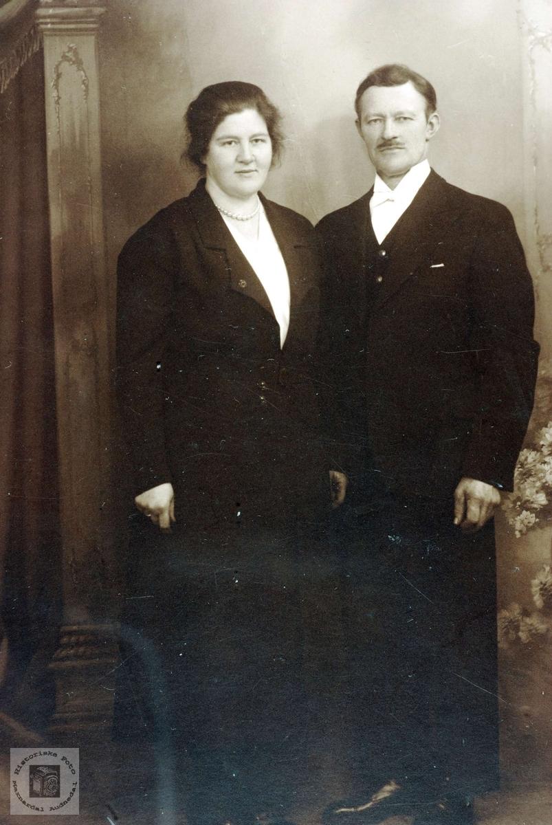 Brudebilde av Gunvor og Nils Ubostad. Grindheim Audnedal.