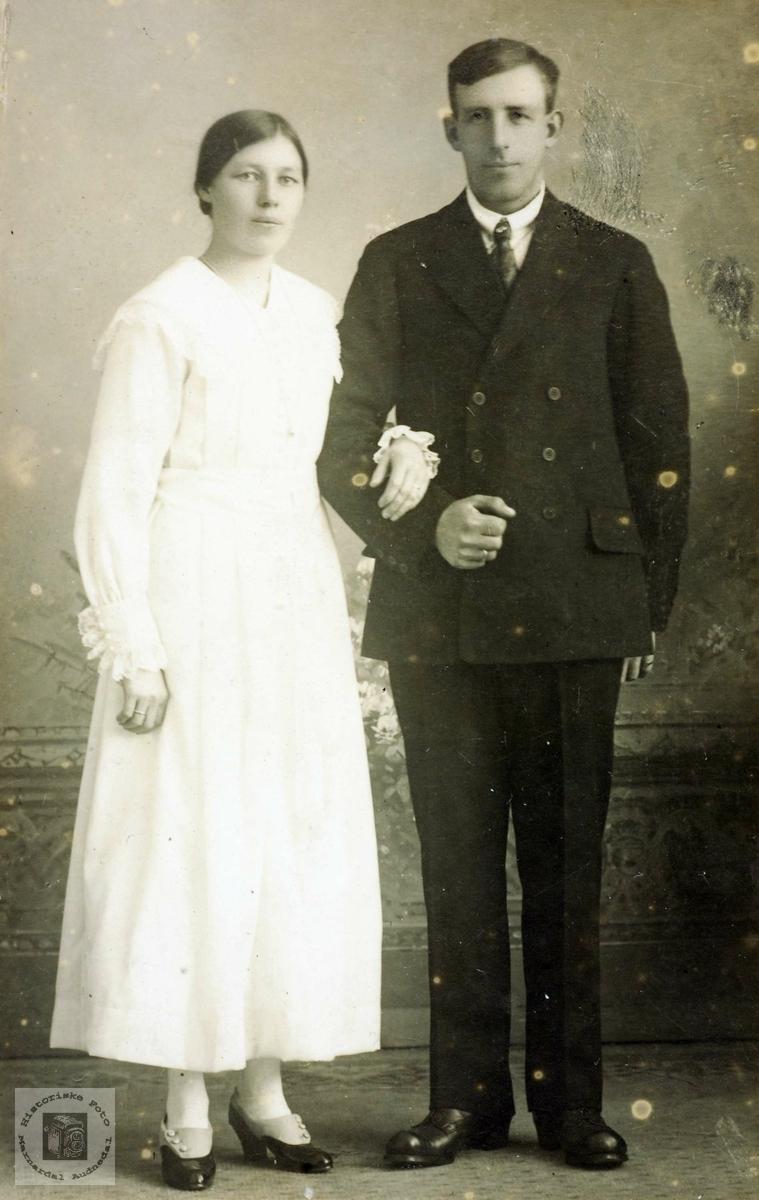 Portrett av brudeparet Anna og Ola Vatne. Audnedal.