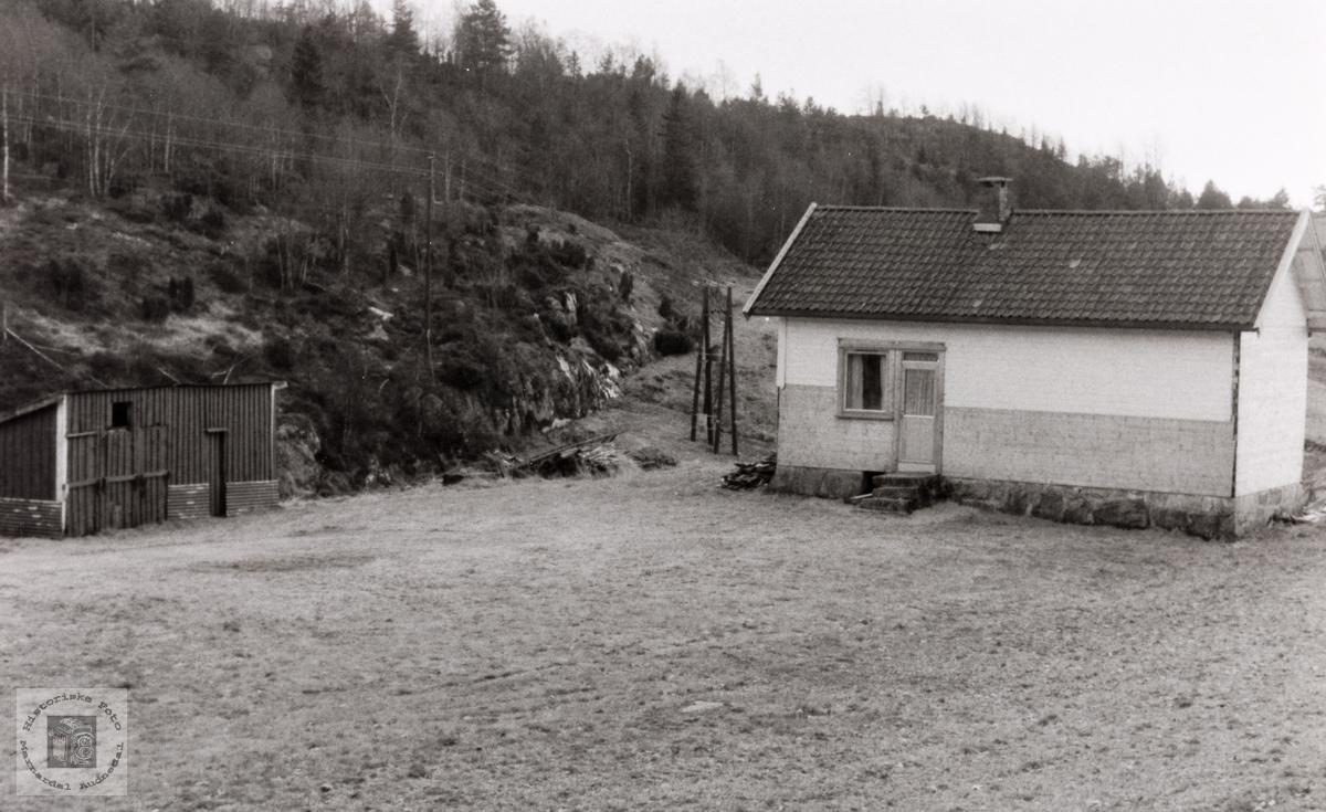 Skolebygget til Brastad skole. Konsmo Audnedal.