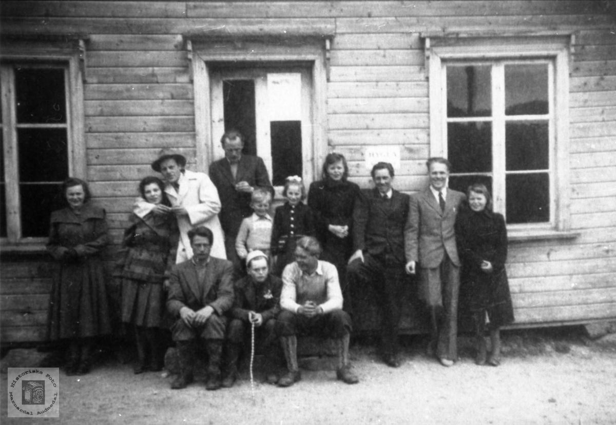 Ungdomsflokk på Laudal.