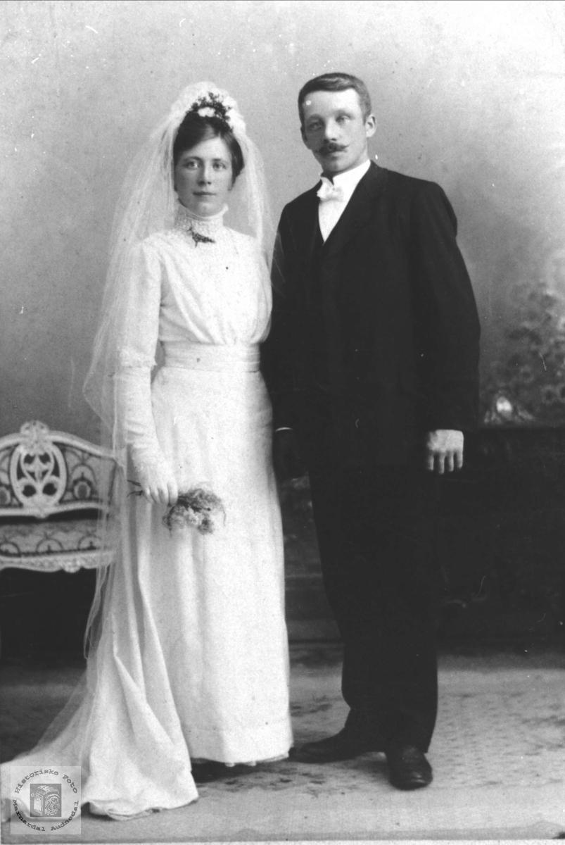 Brudeparet Inga og Martin Ragnvald Aasen, Øyslebø.