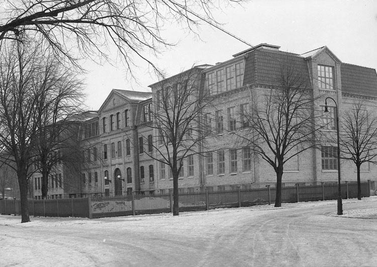 """Uppgift enligt fotografen: """"Uddevalla. Folkskolan. Margretegärde"""""""