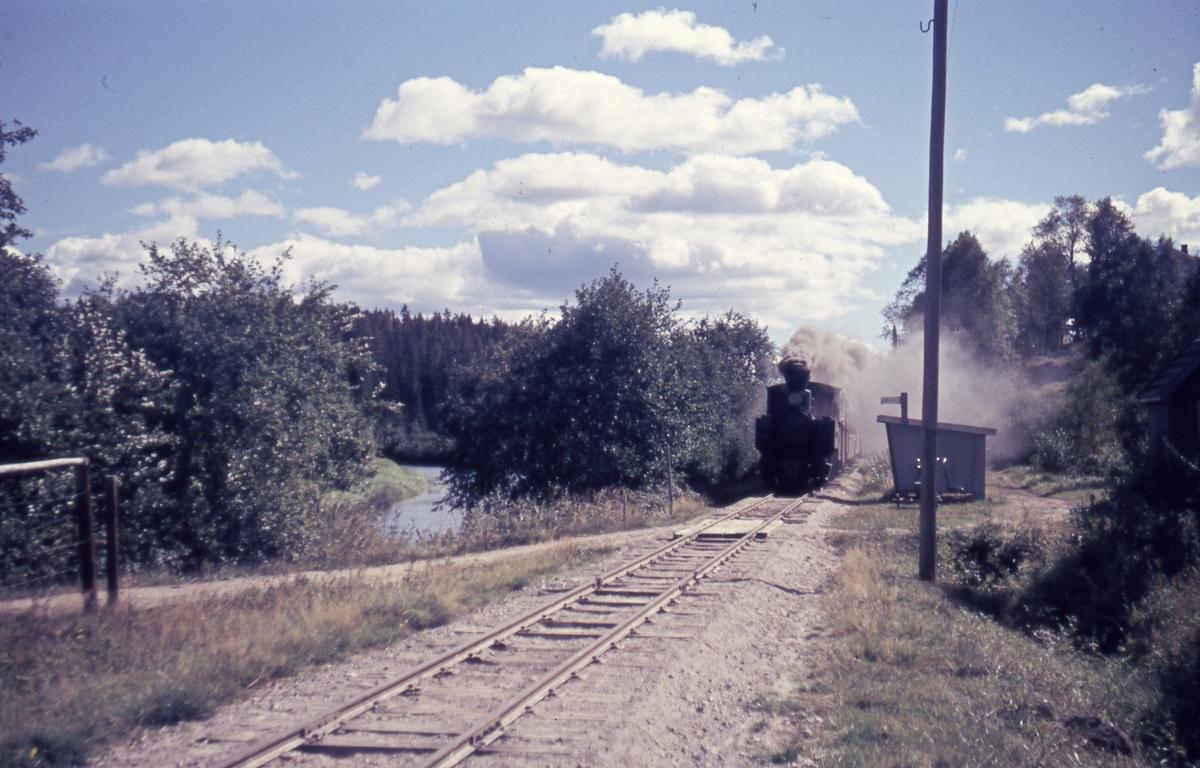 Tog 2058 til Sørumsand ved Slora holdeplass.