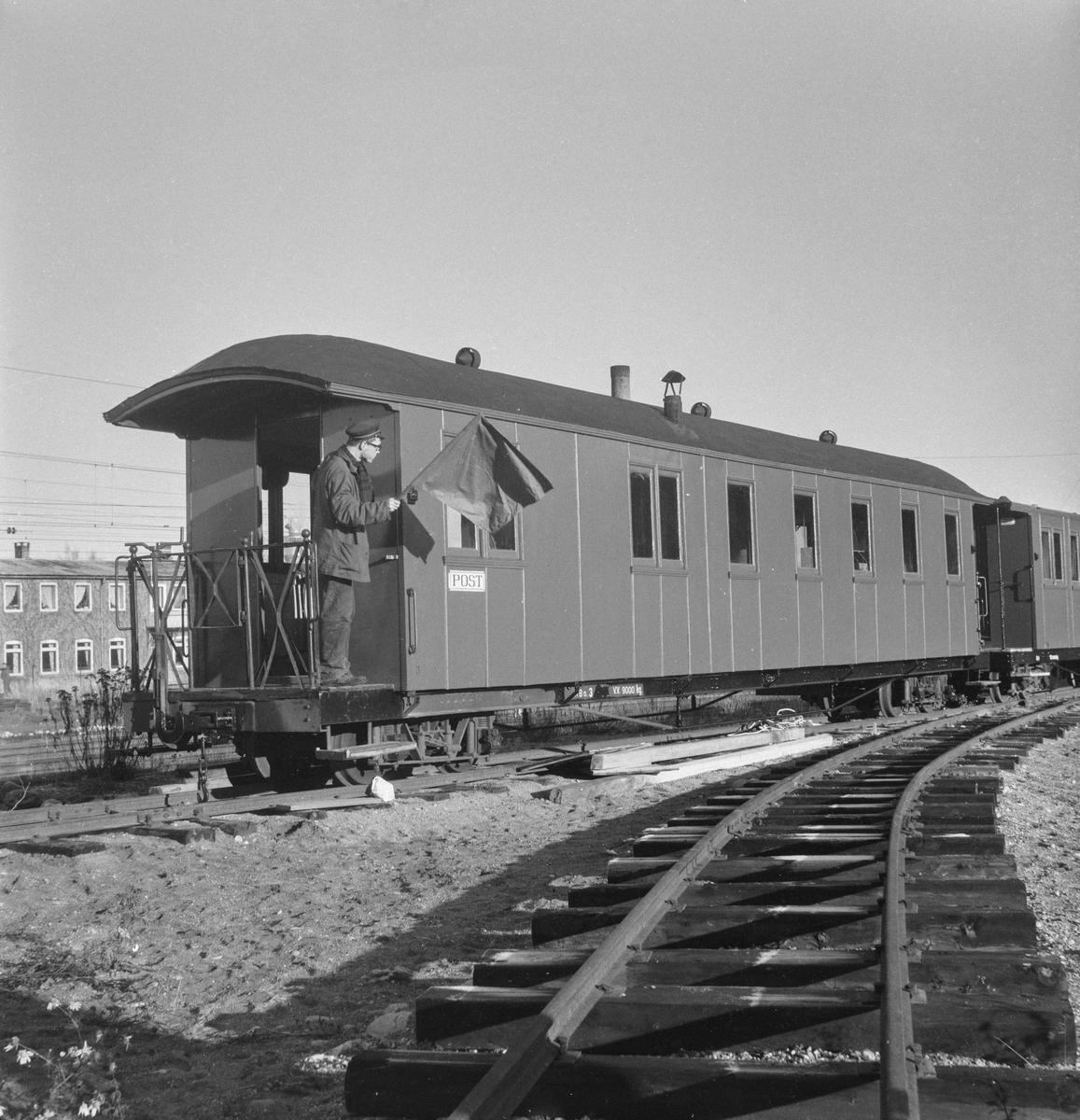 En del av Urskog-Hølandsbanens vogner ble hensatt ved Sørumsand Verksted etter banens nedleggelse. Vognene ble senere overført til museumsbanen.