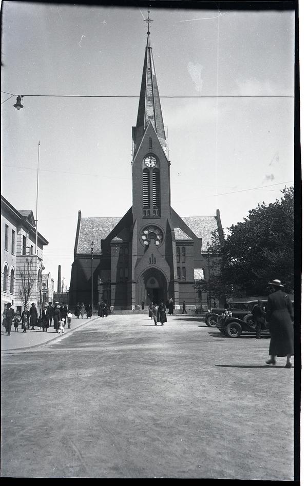 "Tur til Haugesund 1935. ""Vår Frelsers kirke"" i Haugesund."