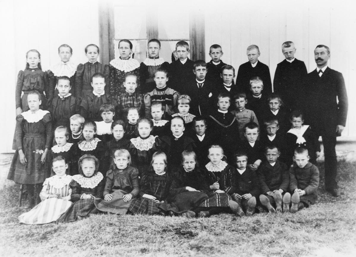Gruppebilde/ skolebilde fra Ekeberg skole, ca. 1890