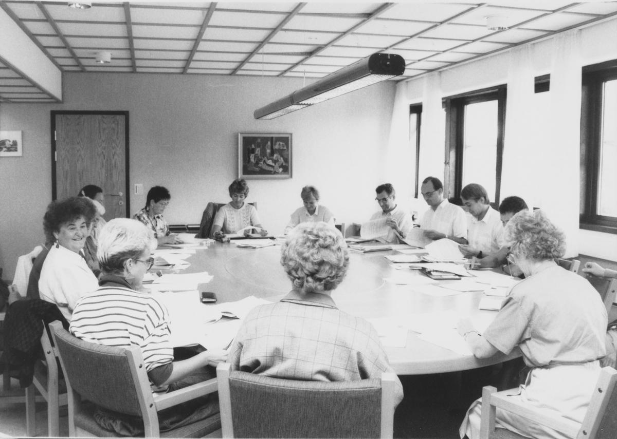 Helse- og sosialstyret i Nittedal kommune, samlet i formannskapssalen på rådhuset. Leder var Åse Segaard.