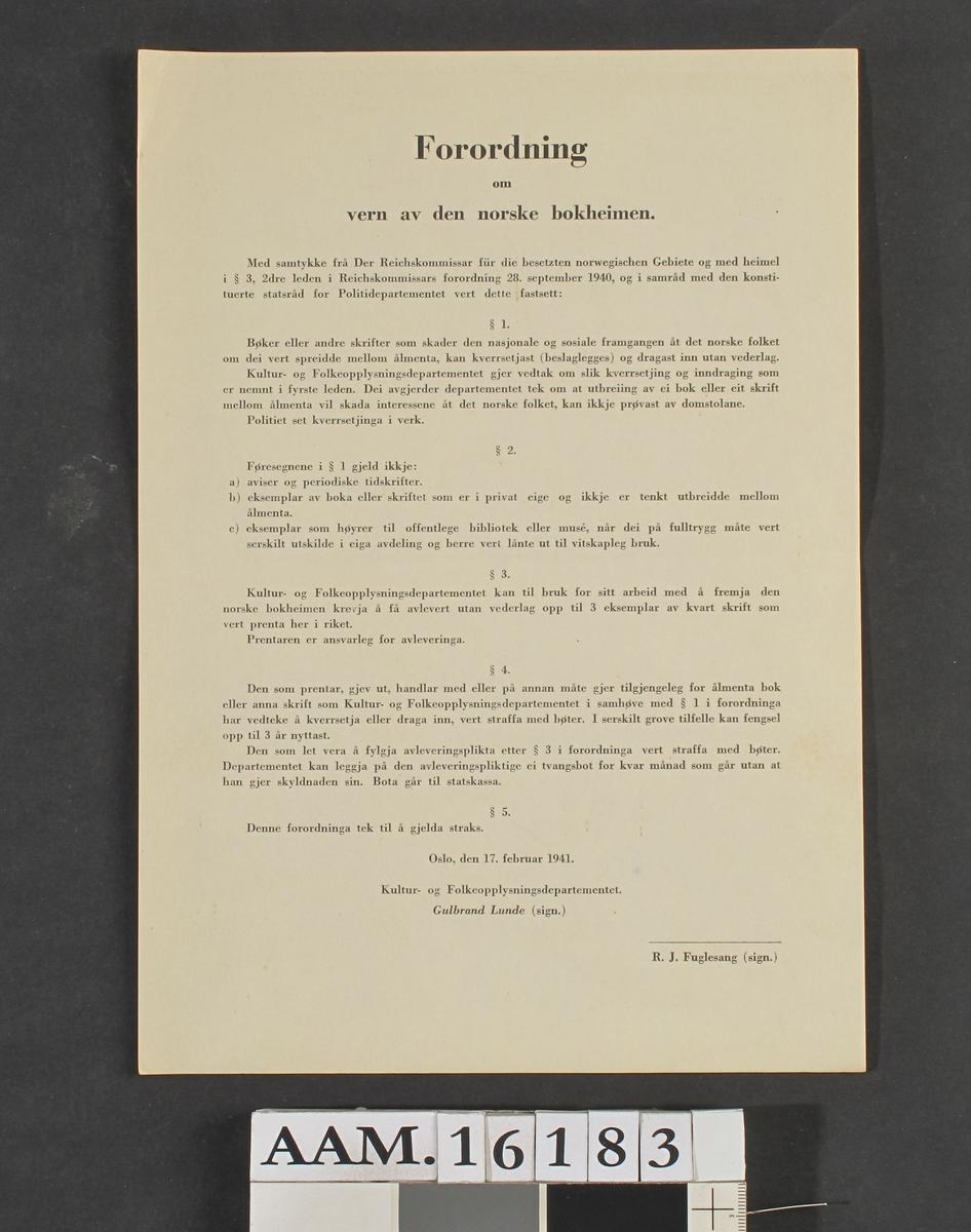 """Forordning om vern av den norske bokheimen.""""  Hvitt papir.  Datert  Oslo, den 17. februar 1941,  undertegnet  av   Gulbrand Lunde  og   R. J. Fuglesang."""