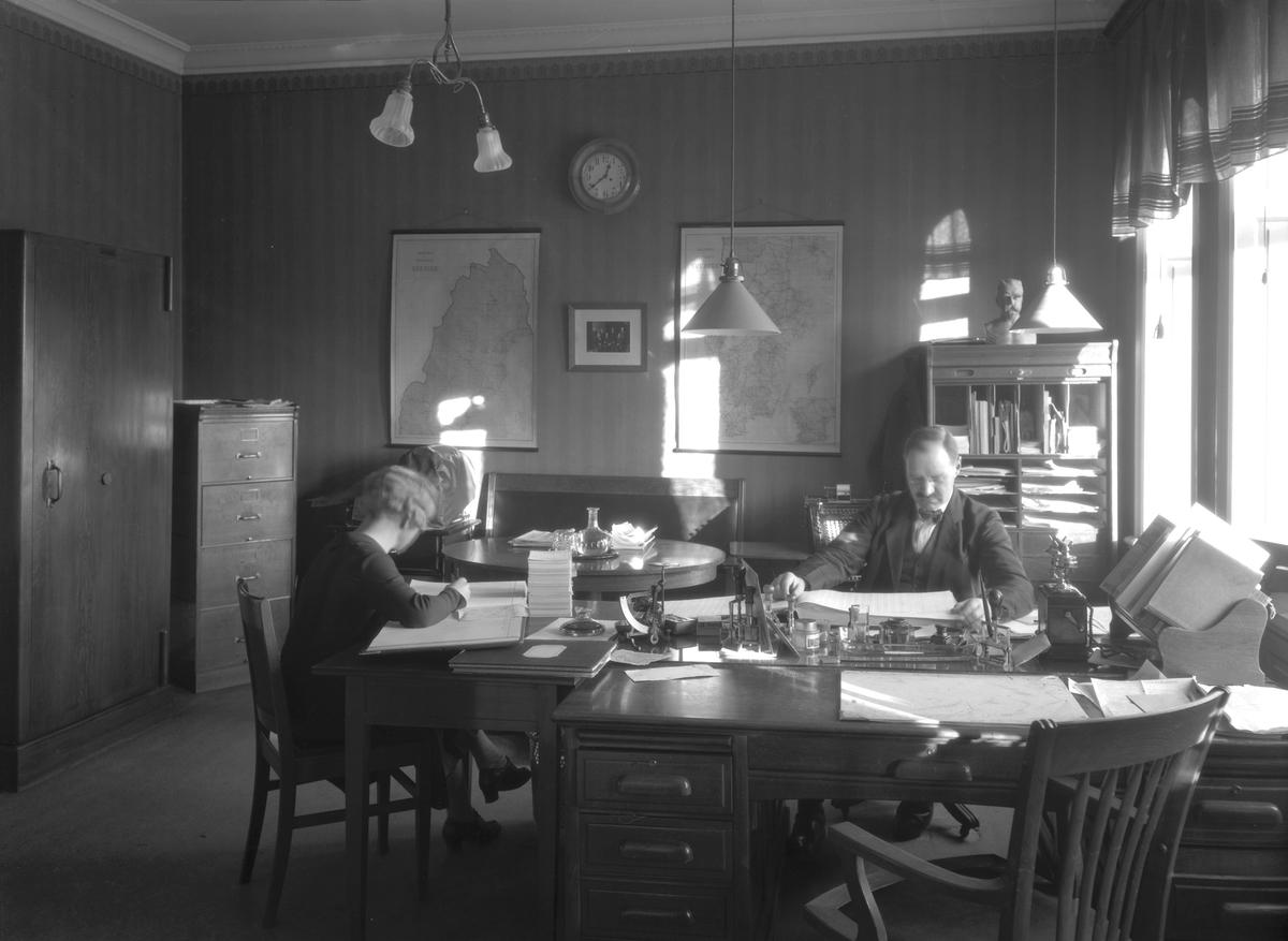 Folkets Hus 24 november 1930 Fastigheten inköptes 1918 och invigdes 28 april samma år. Inreddes med festvåning, samlingssalar och 42 expeditionsrum.