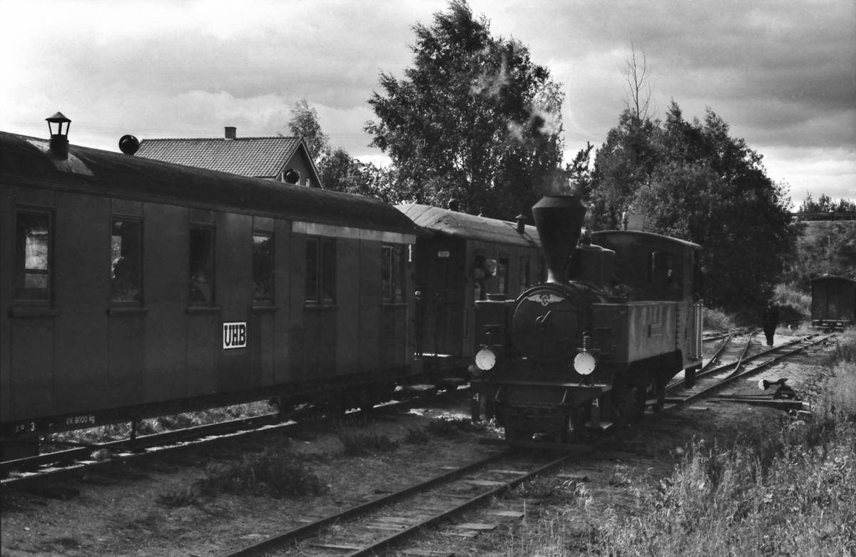 Omkjøring av lokomotiv nr. 4 Setskogen på Fyen, før toget skal bakkes ned til museumsjernbanen Tertitten sin endestasjon ved Presterud i Sørumsand.