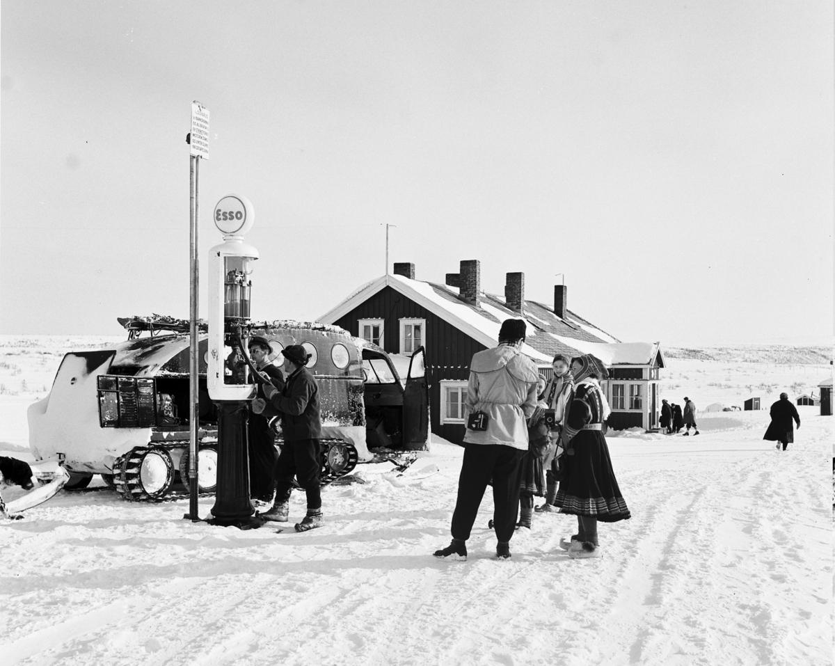 Butikk og bensinstasjon på Finnmarksvidda.