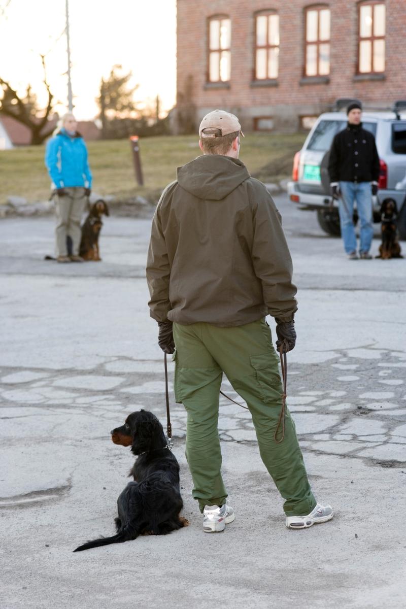Dressurkurs for hund. Hund og eier på kurs.